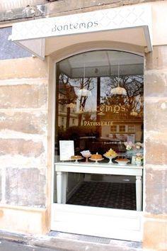 The Bontemps pastry shop is located at 57 rue de Bretagne, 75003 Paris. € the shortbread. Paris Bakery, Restaurant Paris, Paris Coffee Shop, Resto Paris, Cake Portions, Restaurants, Pastry Shop, Cafe Design, Parisian Style