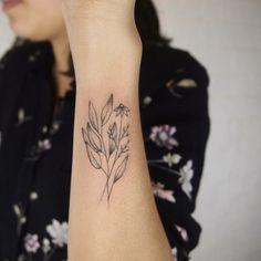 tatuaje elegante de flores