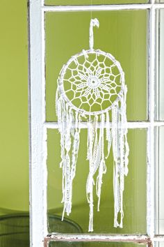 Crochet a dream catcher... If I knew how to crochet lol