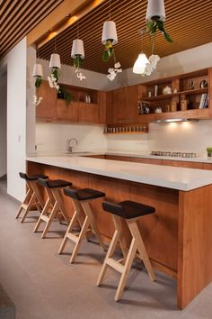 wrap around bar and white and wood kitchen Casa Ming by LGZ Taller de Arquitectura