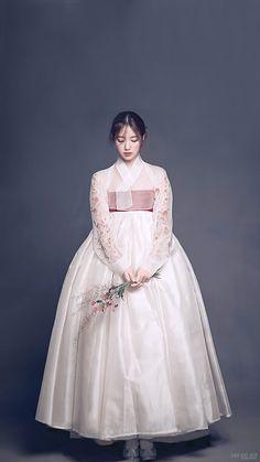 Korean Hanbok, Korean Dress, Korean Outfits, Korean Traditional Dress, Traditional Dresses, Dress Outfits, Fashion Dresses, Dress Up, Oriental Fashion