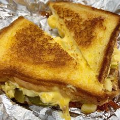 """#NationalGrilledCheeseDay in Ellis for lunch with some yummy looking desserts! 🤤🤤"""" • Apr 12, 2019 at 4:31pm UT Happy Grill, National Grilled Cheese Day, Perfect Grilled Cheese, Stuffed Jalapenos With Bacon, Mac And Cheese, Food Truck, Food Photography, Grilling, Sandwiches"""