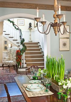 House of Turquoise: Elizabeth Hague Interiors. Beautiful, reminds me of someone's family room. Traditional Decor, Traditional House, Magnolia Green, Dining Room Blue, Dining Rooms, Dining Table, House Of Turquoise, Christmas Home, Country Christmas