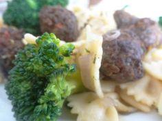 Czary w kuchni- prosto, smacznie, spektakularnie.: Wstążeczki z klopsikami i zielonymi brokułami Mashed Potatoes, Meat, Chicken, Ethnic Recipes, Food, Beef, Meal, Essen, Hoods