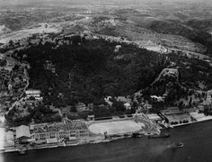 Bir zamanlar Beşiktaş... Bugün Çırağan Oteli'nin bulunduğu yerdeydi BJK'nin Şeref Stadı. Tepeler bomboştu.