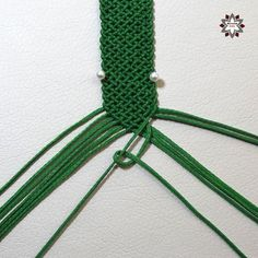 Micro-macrame knotted bracelet tutorials with photos step-by Macrame Art, Macrame Design, Macrame Knots, Macrame Jewelry, Macrame Bracelets, Macrame Bracelet Patterns, Macrame Patterns, Friendship Bracelet Patterns, Friendship Bracelets