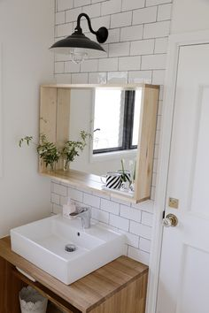 Spa bathroom: discover tips on how to decorate and see 60 ideas - Home Fashion Trend Bathroom Interior Design, Dining Room Small, Muji Home, Japanese Style Bathroom, Muji Style, Bathroom Styling, Diy Bathroom Decor, Small Bathroom, Sophisticated Bathroom