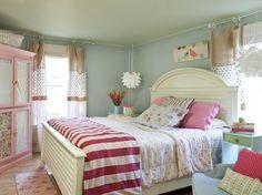 cottage bedroom, red stripes,