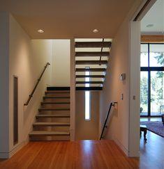 open tread, baseboard to stringer Modern Baseboards, Baseboard Trim, Base Trim, Skirting Boards, Modern Stairs, Door Trims, Architecture Details, Sliding Doors, Modern Design
