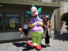 🌴#Simpsons à Universal Studios d'Hollywood ! Sur Goodie Mood, le blog Feel Good d'une française expatriée à Los Angeles. #universalstudios #hollywood #californie #expat #LosAngeles #Attraction #Parc #HarryPotter #TheSimpsons Universal Studios, Attraction, Simpsons, Harry Potter, Hollywood, Mood, Disney Characters, My Style, California