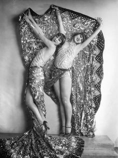 chorus girls (The Dolly Sisters?) in the revue Wien lacht wieder, by Karl Farkas and Fritz Gruenbaum, Stadttheater, Vienna, 1929