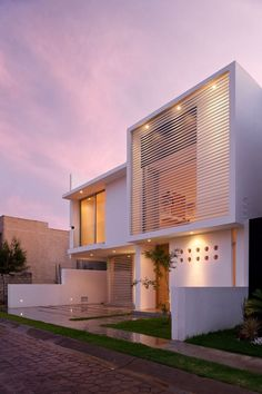 Seth Navarrete House is located in Zapopan, in the state of Jalisco, Mexico, and was designed by Agraz Arquitectos.