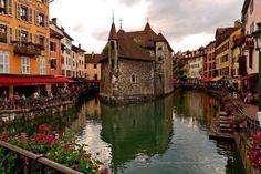 Annecy, ville lacustre - Haute-Savoie, France