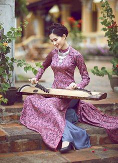 "vietnam , ethnic groups in Vietnam , hue ( thua thien hue ) , trungviet kingdom , ""aodai cungdinh"" Vietnamese Traditional Dress, Vietnamese Dress, Traditional Dresses, Oriental Fashion, Asian Fashion, Oriental Dress, Ao Dai, Vietnam Costume, World Cultures"