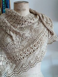 I always seem to find my way to jared flood/ brooklyn tweed patterns. Knit Or Crochet, Lace Knitting, Crochet Shawl, Crochet Feather, Crochet Birds, Crochet Food, Tunisian Crochet, Crochet Granny, Crochet Animals