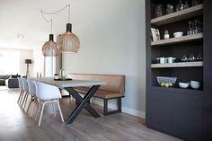 Maatwerk meubels in je interieur vergroot de mogelijkheden. Denk hierbij aan een maatwerk kast, eettafel bank, eettafel, tv meubel of en suite kasten.