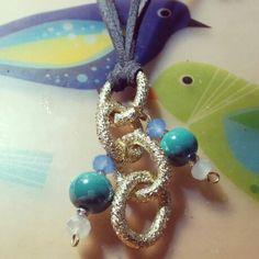 A mitad de camino.. diseñando collares largos www.facebook.com/bycosmicgirl