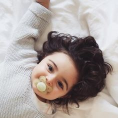 Find images and videos about baby, kids and child on We Heart It - the app to get lost in what you love. Cute Kids Pics, Cute Baby Girl Pictures, Cute Baby Boy, Cute Little Baby, Baby Love, Cute Baby Girl Wallpaper, Cute Babies Photography, Baby Tumblr, Cute Baby Videos