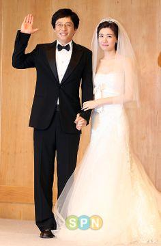 husband yoo jae suk and wife na eun kyung Yoo Jae Suk, Asian Celebrities, Heechul, Running Man, Best Shows Ever, Girls Generation, Celebrity Weddings, Got Married, Wedding Day