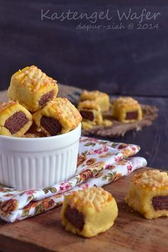dapur-ziah by mama'e Zie: Kastengel Wafer - IDFB Quick Easy Desserts, Easy Cookie Recipes, Cake Recipes, Dessert Recipes, Pudding Desserts, Köstliche Desserts, Delicious Desserts, Chocolate Chip Cookies, Chocolate Chip Oatmeal