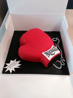 Boxing glove cake Boxing Gloves Cake, Cakes For Men, Homemade Cakes, Gender Reveal, Cake Cookies, No Bake Cake, Athens, Cake Pops, Birthday Cakes