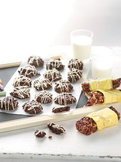 Μαλακά μπισκότα ψυγείου και μπάρες δημητριακών - www.olivemagazine.gr Panna Cotta, Cereal, Breakfast, Ethnic Recipes, Food, Cookies, Morning Coffee, Crack Crackers, Dulce De Leche