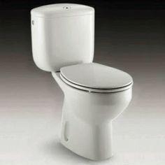 """"""" Bomba """" de limpieza para el WC Necesitas: - 1/2 taza de bicarbonato de sodio - 1/2 taza de vinagre blanco - y ( opcional ) algunas gotas de aceite esencial que te guste, para perfumar el preparado. Mezcla todos los ingredientes dentro de la taza del baño. Observa como hace como una pequeña efervescencia, de ahí el nombre de """" bomba """". Espera a que termine de """" hervir """" y después limpiar como siempre, con la ayuda de la escobilla Power Clean, Organic Cleaning Products, Natural Cleaners, Bathroom Cleaning, Wine Storage, Home Hacks, Organization Hacks, Homemaking, Housekeeping"""