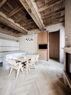 Italienska Archiplan Studio har renoverat en hel byggnad i centrala Mantua, Italien, inklusive den här lägenheten på bilderna. Vilken sällsynt lyckad förening av det gamla och nya, där husets...
