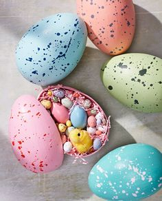15 super cute DIY Easter egg decorating ideas - fun indoor Easter celebration and craft DIYs for an at home Easter celebration and something for everyone, including these giftable surprise eggs using Martha Stewart! Speckled Eggs, Easter Egg Dye, Martha Stewart Crafts, Egg Designs, Easter Celebration, Egg Decorating, Egg Hunt, Easter Crafts, Diy Crafts