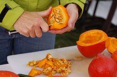 Jablka, hrušky, švestky, ale i dýně se podle Blanky Milfaitové, která objektivně vaří ty nejlepší marmelády na světě, právě teď dají v kuchyni zpracovávat na sladké pochoutky. Přípravu dýňového džemu předvedla o víkendu v Botanické zahradě Praha v Troji, kde až do 25. října pokračuje výstava dýní. Marmalade Jam, Hot Dogs, Stuffed Peppers, Homemade, Vegetables, Ethnic Recipes, Food, Home Made, Eten