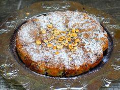 Mehevä kakku ei tarvitse lisukkeita, mutta halutessasi voit tarjoilla kermavaahtoa lisäksi.