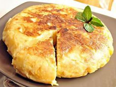 Recipe Tortilla de patatas con cebolla by learn to make this recipe easily in your kitchen machine and discover other Thermomix recipes in Verduras y hortalizas. Mediterranean Diet Breakfast, Mediterranean Diet Recipes, Mediterranean Dishes, Brunch Recipes, Breakfast Recipes, Spanish Omelette, Bulgarian Recipes, Tortilla Chips, Tortilla Patatas