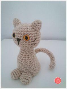 Gato Amigurumi - Patrón Gratis en Español aquí: http://www.milcentdeu.com/patron-de-gato-amigurumi/