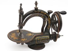 Extremely RARE Jackson Sewing Machine A COUDRE Naehmaschine British About 1869  REALLY CLEAR HAND SPACE FOR CONTROLLING THE FABRIC. You could get your arm under there!