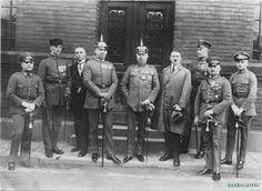 Putsch de Múnich: intento de toma de poder del grupo fascista de Hitler, el cual terminó con varios muertos, el partido ilegalizado y Hitler en la cárcel.