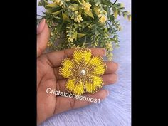 FLOR DE MOSTACILLA - YouTube Beaded Flowers Patterns, Bead Embroidery Patterns, Beaded Jewelry Patterns, Beading Patterns, Beaded Bracelets Tutorial, Necklace Tutorial, Earring Tutorial, Jewelry Making Tutorials, Beading Tutorials