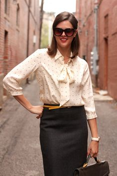 this outfit reminds me of Mad Men ... and I want to wear it to an interview. :)