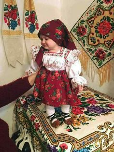 & This photo just made me smile Romanian Girls, Hungarian Girls, Visit Romania, Bless The Child, Historical Costume, Beautiful Children, Traditional Dresses, Children Photography, Cute Kids