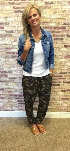 I have these Camo joggers if a top will pair well to dress up or down. Camo Leggings Outfit, Legging Outfits, Jogger Outfit, Camo Outfits, Casual Outfits, Pants Outfit, Camo Fashion, Fashion Outfits, Ski Fashion