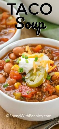 Taco soup ingredients like ground beef, beans, corn, tomatoes, peppers and taco seasoning meld together in a rich tomato-beef broth to create a thick and chunky soup that has just the right amount of kick! Slow Cooker Recipes, Beef Recipes, Soup Recipes, Cooking Recipes, Healthy Recipes, Taco Soup Ingredients, Easy Taco Soup, Quick Taco Soup Recipe, Beaux Desserts
