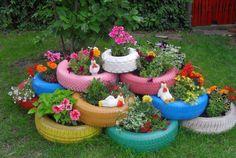 Ótima ideia para reutilizar pneus. Resultado; um jardim lindo e colorido! :)