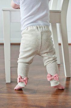 Oatmeal Leggings with Interchangeable Bows. $25.00, via Etsy.