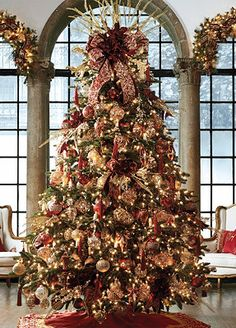 Our Medici Ornament Collection signals a royal celebration.