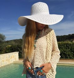 Crochet style ✌️Perfect for this season ✨ I love my white hat... with @mademoiselle_pochette  Shooting planned  with her   #crochet #style #white #hat #shooting #gypsy #ethnique #indian #boho #hippy #turquoise #silver #rings #necklace #jewellery #swimmingpool #mademoisellepochette #gypsylove #love #louanne
