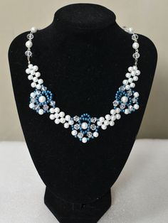 final look of the blue flower pearl bead necklace