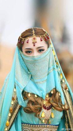 Arab Women, Arab Girls, Muslim Women, Arabian Nights Costume, Dps For Girls, Niqab Fashion, Retro Costume, Cosplay, Halloween Disfraces