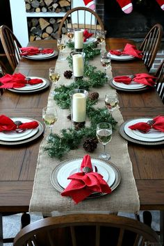 Beautiful Christmas Centerpieces for your Dining Table or coffee table! Outdoor indoor christmas decor that are simply awesome 41 Indoor Christmas Decorations, Christmas Table Settings, Christmas Tablescapes, Christmas Dinner Tables, Christmas Candles, Christmas Napkins, Christmas Dinner Ideas Family, Christmas 2018 Ideas, Ward Christmas Party