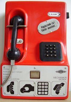 Hányszor telefonáltam ilyennel NSZK-ba! Illetve hívott fel a vőlegényem a megbeszélt időpontban. Mobil anno 80-as évek, én voltam mobil, mivel a falu másik felén volt visszahívhatós telefon.