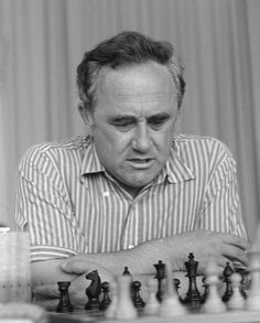 Efim Geller with a little more experience in his appearance; he always gave RJF a good game. Chess Pieces, Game Pieces, How To Play Chess, Chess Table, Chess Players, Best Games, Games To Play, Cool Kids, Masters