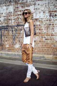 An other way to design jeans in gold and white - interesting idea